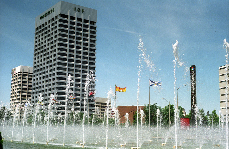800px-Fountains_at_Ontario_Science_Centre_1992.jpg