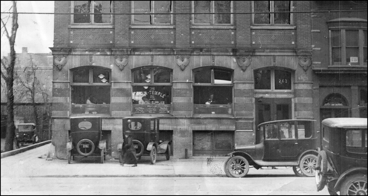 Autos in 1923 at the R.G.Long Building on King St. TPL.jpg
