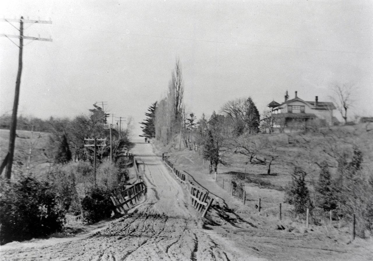 bayview-north-of-eglinton-1910.