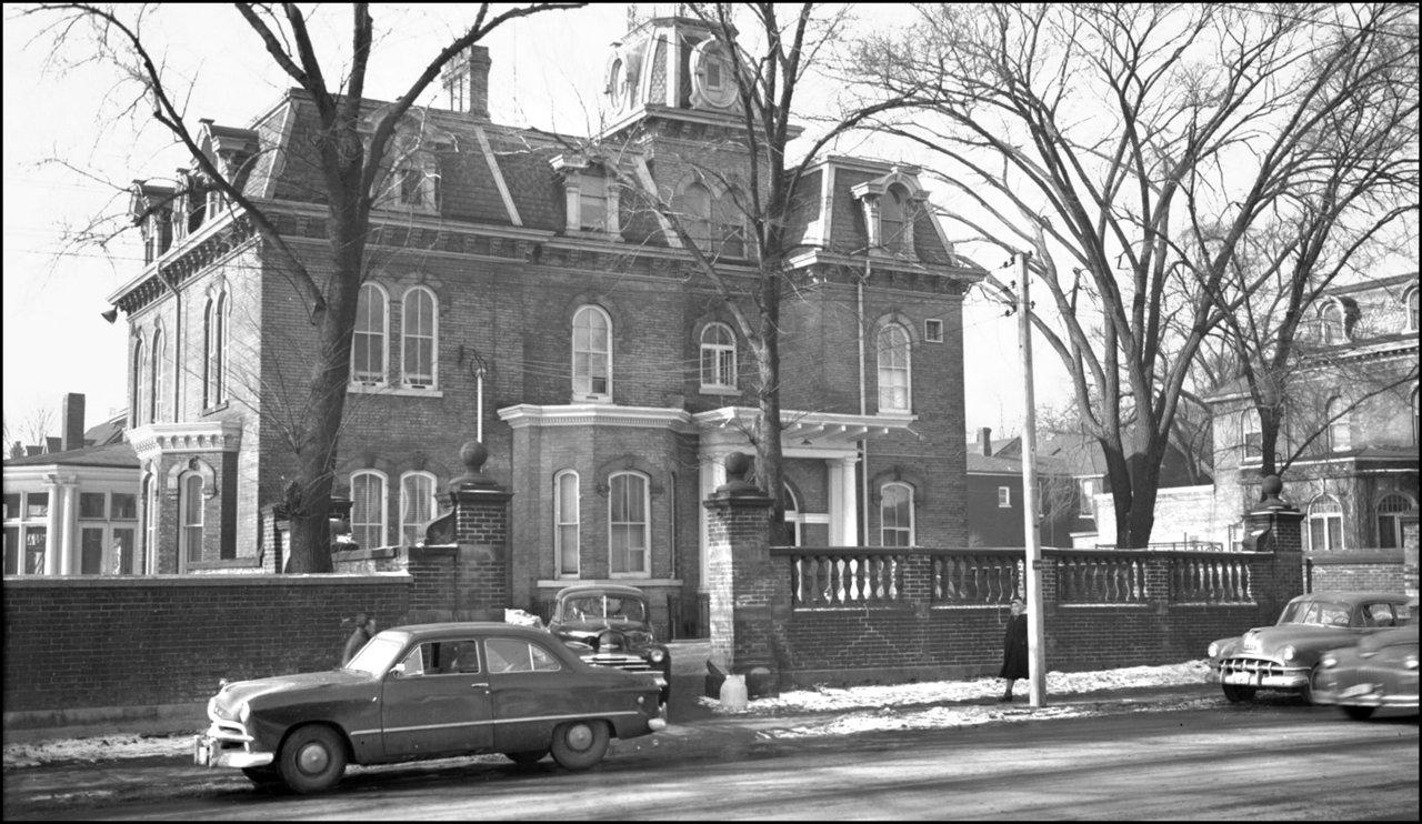 Beardmore, George L., 'Chudleigh', Beverley St., north west corner Dundas St. W. 1952  TPL.jpg