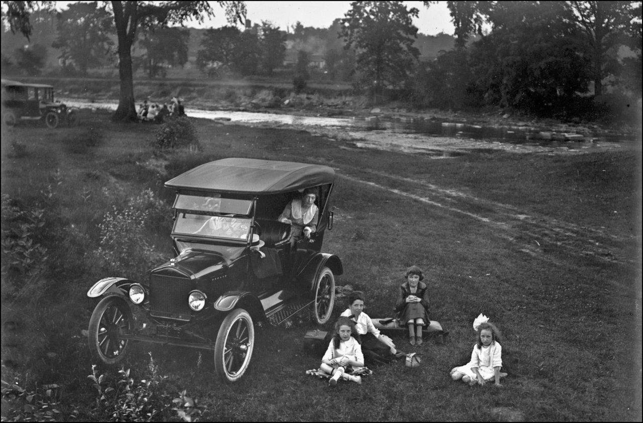 Charles A. Williams family at Humber River 1921 TPL.jpg