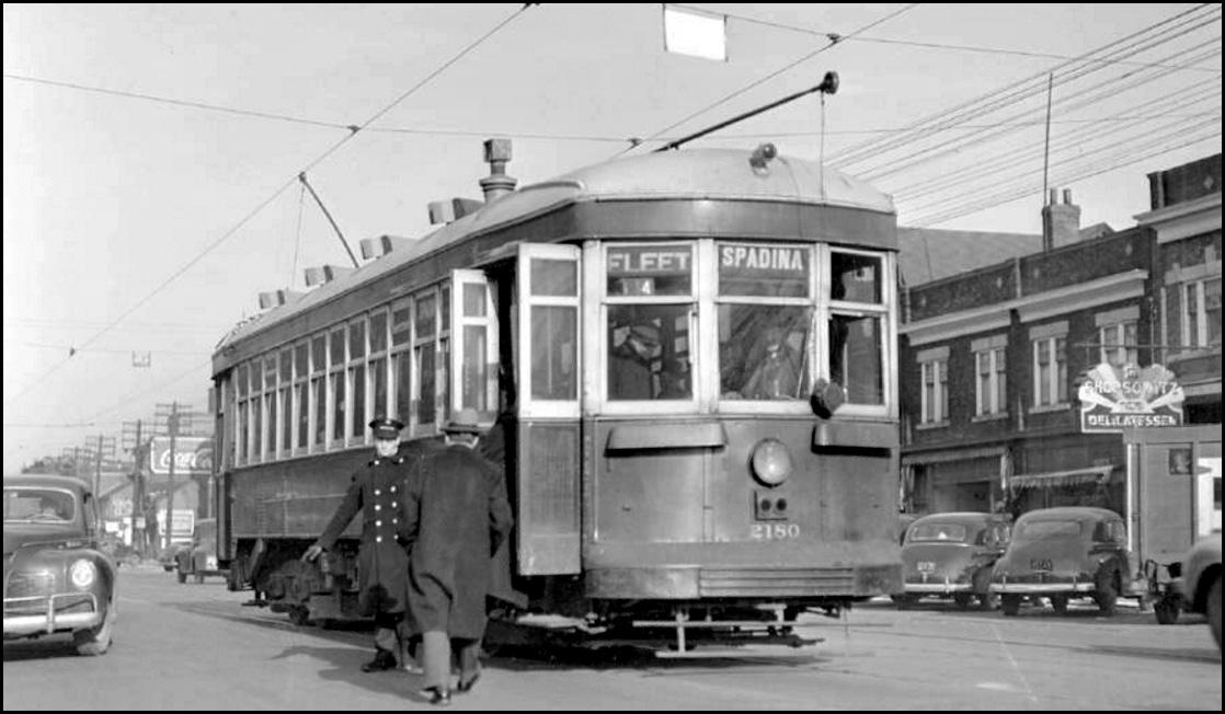 Double-ended Spadina streetcar c.1944.jpg
