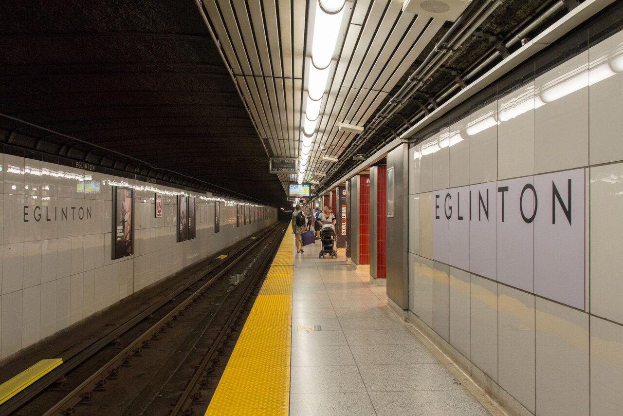 Eglinton_Station_Platform_02.jpg