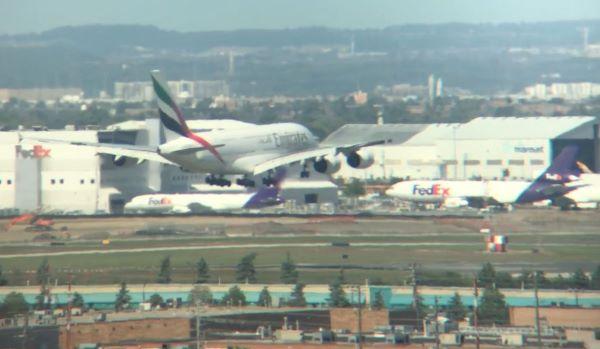 Emirates A380 runway 05.JPG