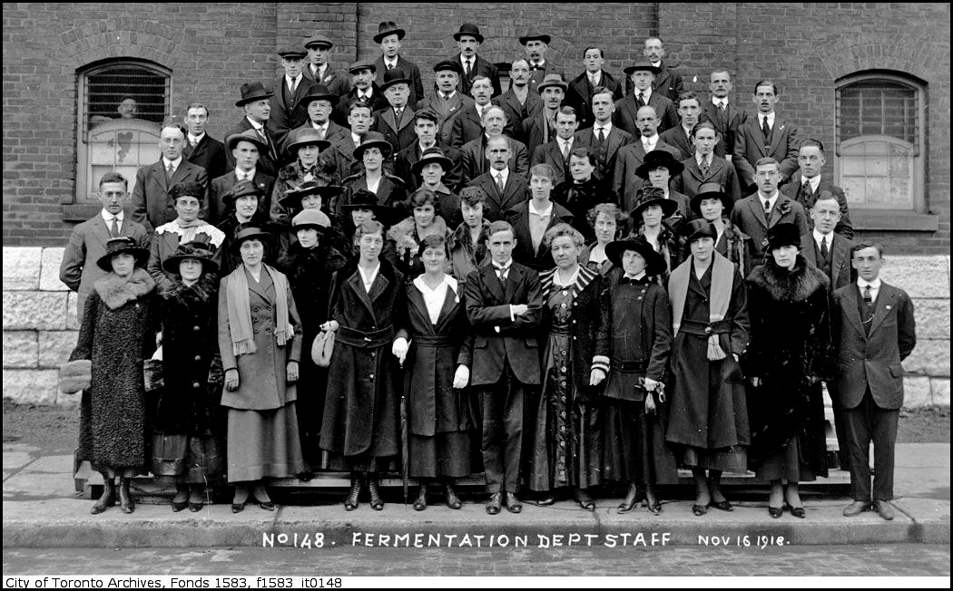 Gooderham and Worts staff 1918.jpg