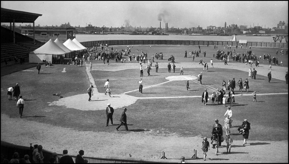Hanlan's Point baselall stadium 1928  LAC.jpg