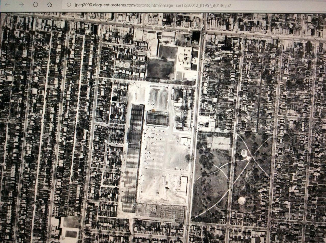 IMG_4995_DufferinMall_Plaza1957.JPG