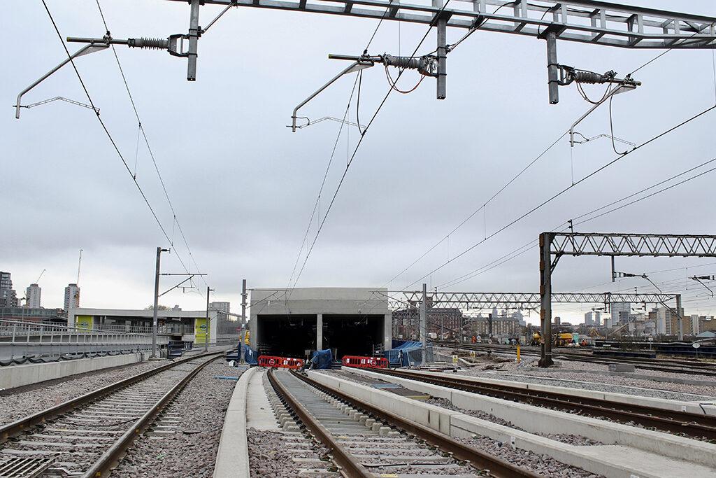 OHLE-installed-above-Elizabeth-line-tracks-heading-down-towards-Pudding-Mill-Lane-portal-1024x...jpg