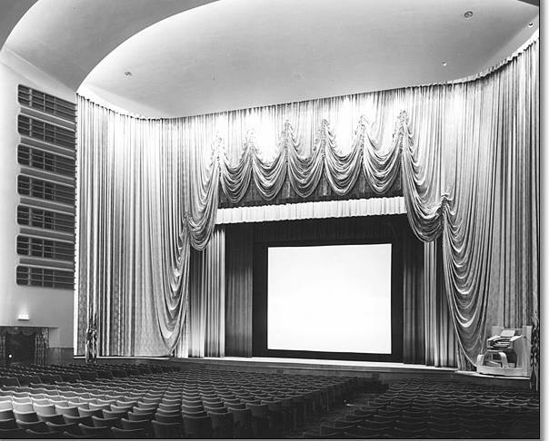 PHOTO - TORONTO - ODEON CARLTON THEATRE - CARLTON AT YONGE - INTERIOR - NOTE ORGAN LOWER RIGHT.jpg