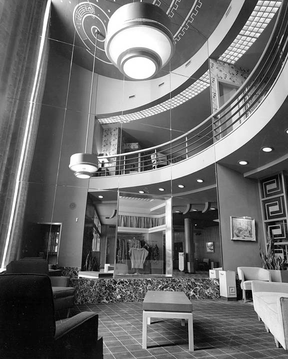 PHOTO - TORONTO - UNIVERSITY THEATRE - BLOOR STREET - LOBBY - 1948.jpg