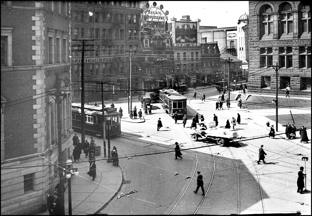Queen at Bay St. 1923 LAC.jpg