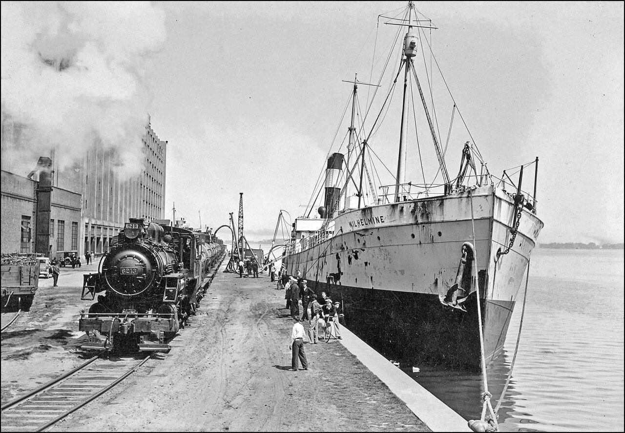 Queen's Quay Terminal Warehouse wharf. 192_?  TPL.jpg