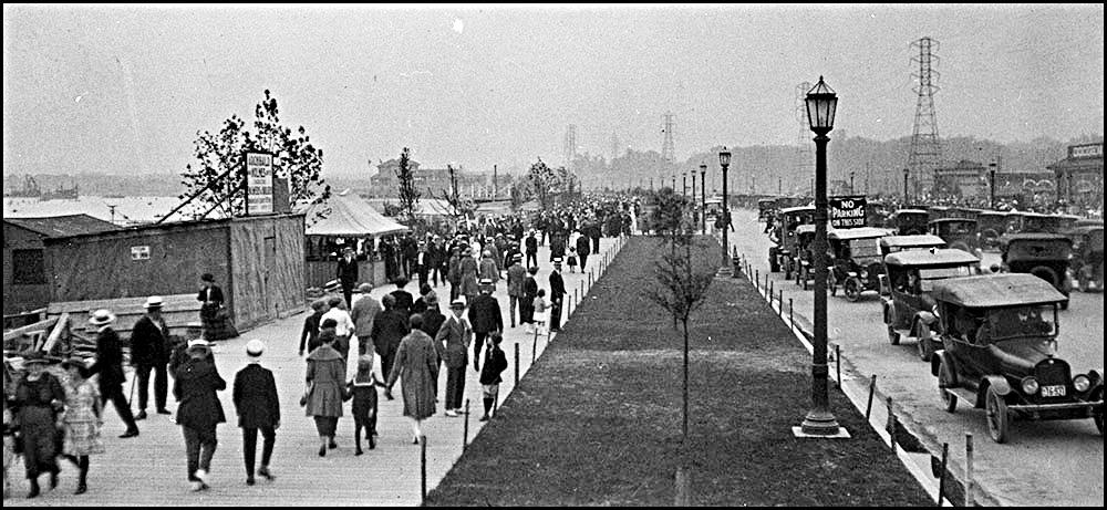 Sunnyside Promenade 1922  LAC.jpg