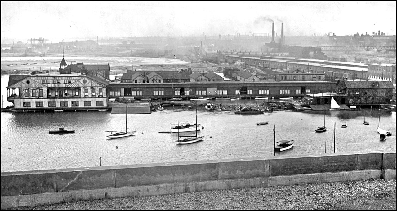 Toronto Harbour 1920 looking to the W from roof of Toronto Harbour Commission Bldg., showing A...jpg