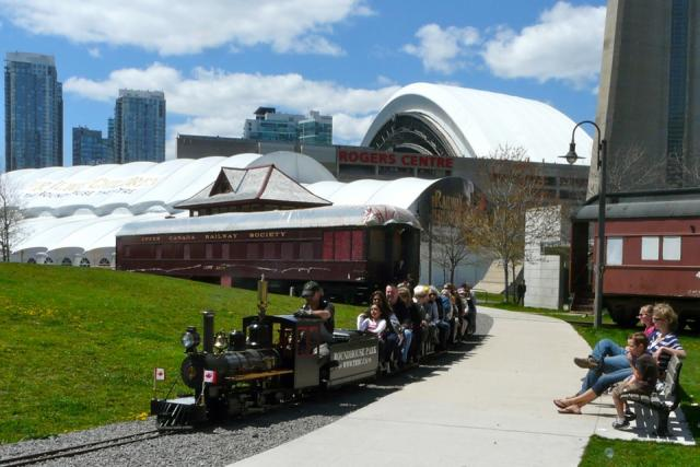 Miniature Railway by the Roundhouse Theatre 2011.05.08 (Photo by Craig White)