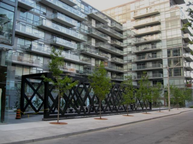 Thompson Hotel and 550 Wellington West condos by Freed and architectsAlliance