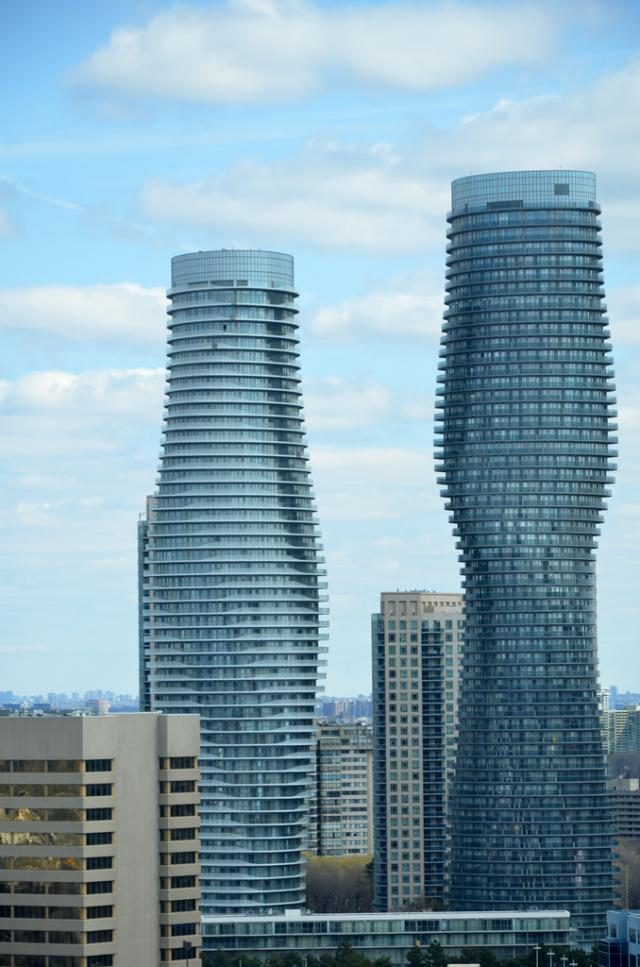 Absolute World Condos Mississauga Cityzen/Fernbrook & MAD Architects, Toronto