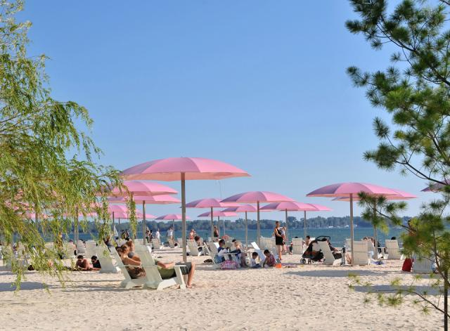 Sugar Beach in Toronto by WaterfrontToronto and Claude Cormier and Associates