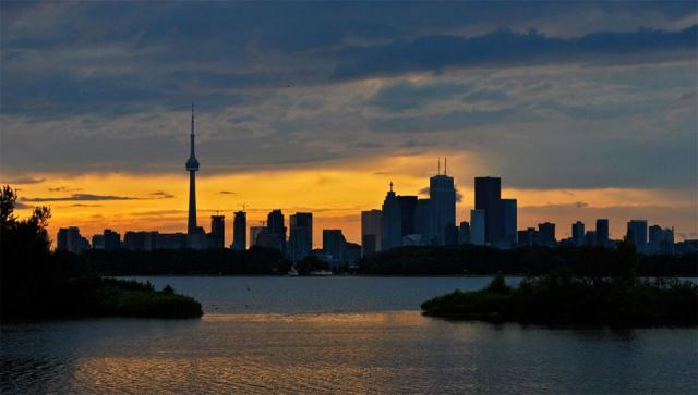 Toronto skyline from Tommy Thompson Park