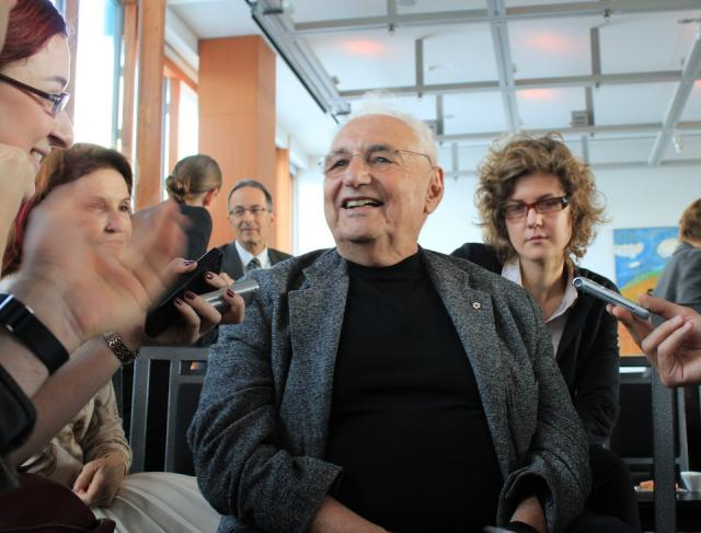 Frank Gehry speaks with social media after the Mirvish+Gehry presentation