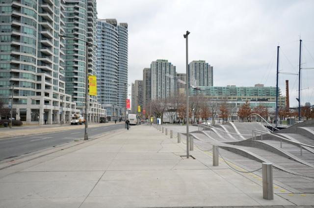 Current pedestrian promenade at Simcoe WaveDeck  WATERFRONTor