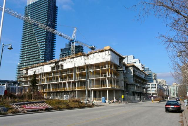 Work progresses on Monarch Corporation's Waterscapes condos, Etobicoke