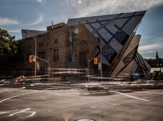 Traffic Royal Ontario Museum Toronto