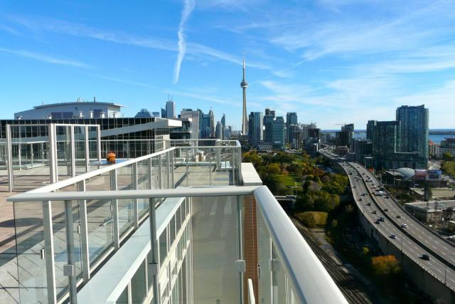 King West Condominiums, Plaza, Gabriel Bodor, Quadrangle Architects, Toronto