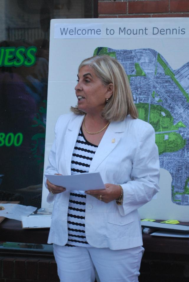 Councillor Nunziata speaks about the project. Image by Marcus Mitanis.