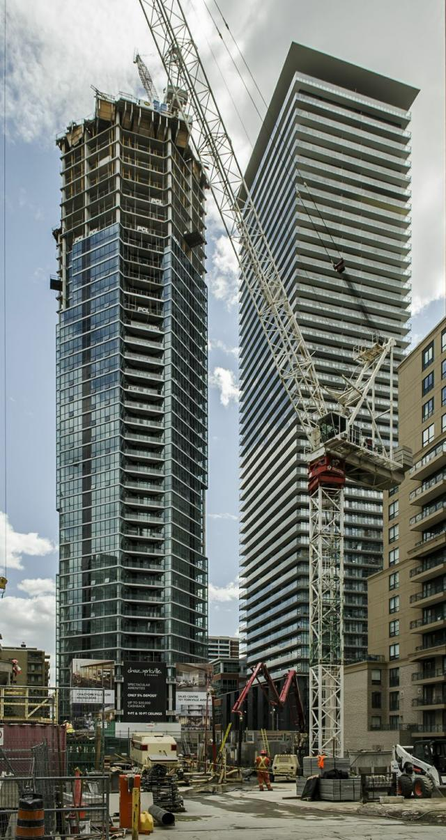 Looking at the north facade of CHAZ Yorkville Condos. Image by Jimmy Wu.