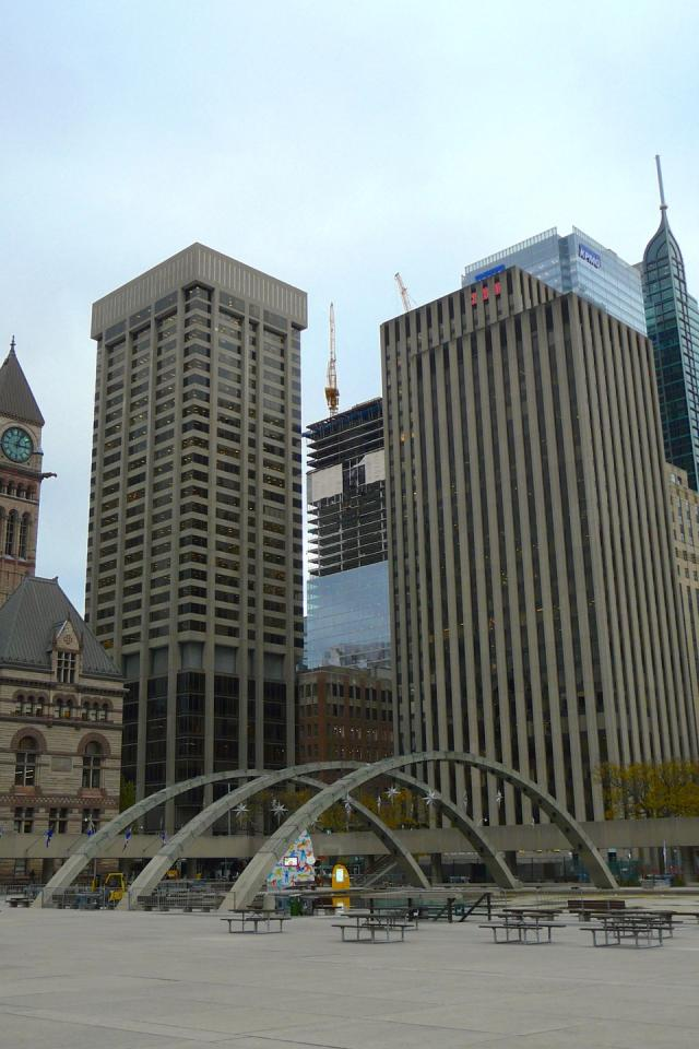 Bay Adelaide East as viewed from Nathan Phillips Square, image by Craig White