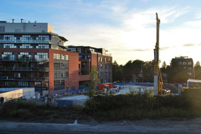 Piling equipment makes its appearance, image by Marcus Mitanis