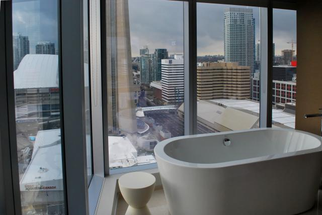 Deluxe corner bathrooms offer a great view of the city, image by Marcus Mitanis