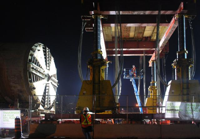 Dennis moves into position under the gantry crane, image by Marcus Mitanis