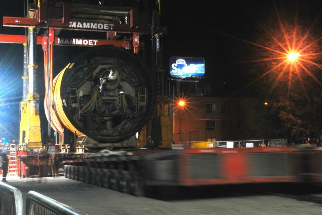 The flatbed trailer is removed from underneath the TBM, image by Marcus Mitanis