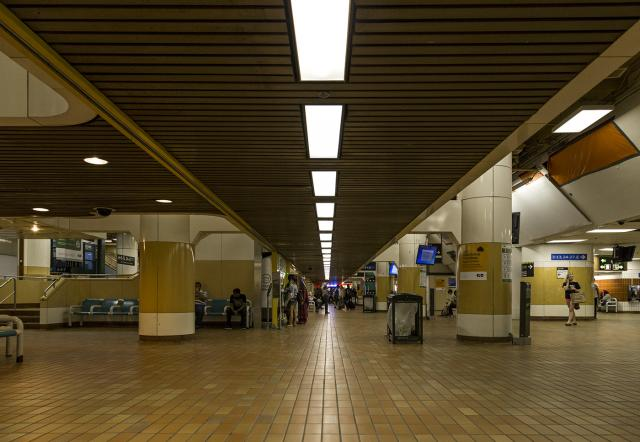 Fluorescent lights, GO Bay Concourse at Toronto's Union Station