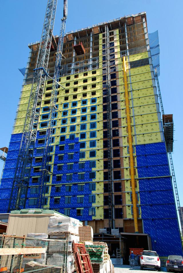 The first tower, Envie, under construction, image by Marcus Mitanis