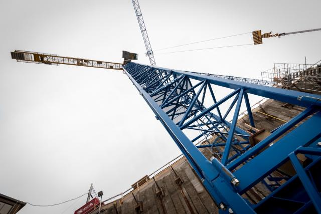 Looking up at the east crane from its base, image by kotsy