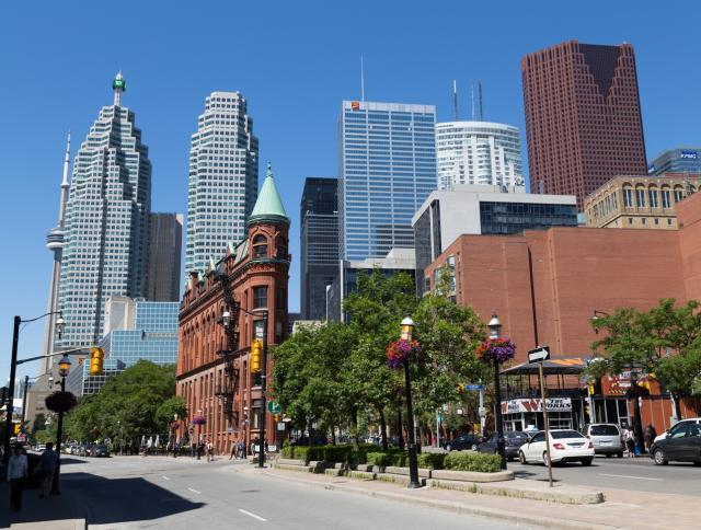 5 of Toronto's Hottest Markets for Young Professionals