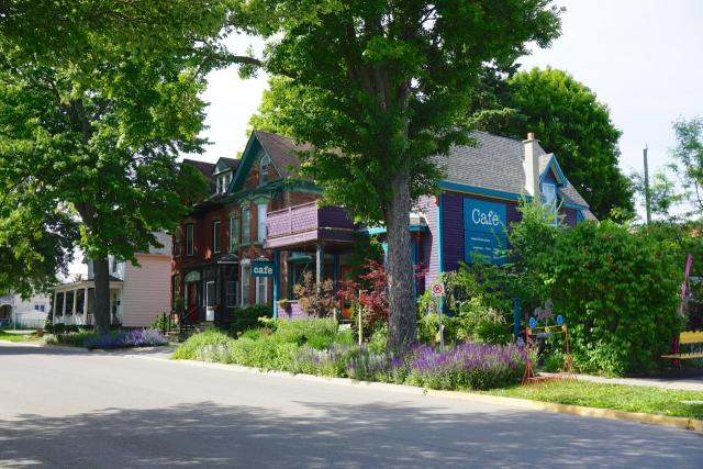 The Purple House Cafe, Gananoque, image by Craig White
