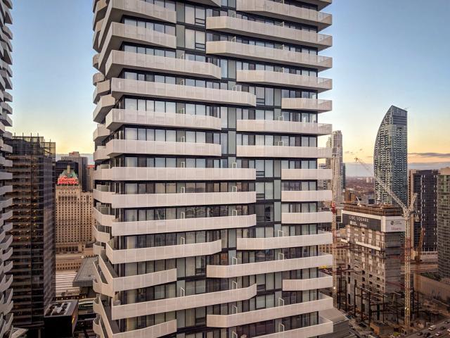 Photo of the Day, Toronto, Harbour Plaza Residences, Menkes, architectsAlliance