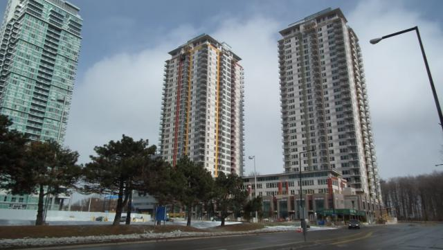 Centro Condos during construction, image courtesy of jasonzed