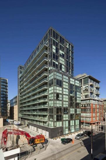 Gläs Condos Toronto by Lamb, Harhey, Niche and architectsAlliance