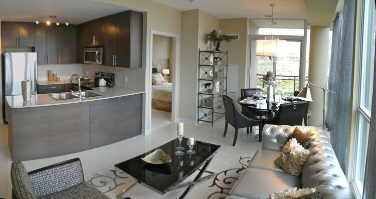 Touring pinnacle international 39 s grand park condo model suites in mississauga urban toronto for 2 bedroom condo for sale toronto