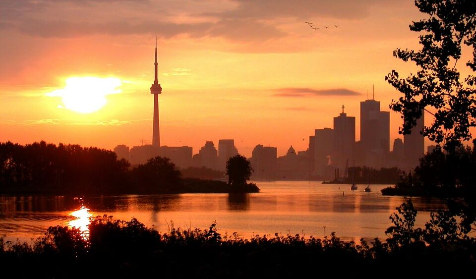 Photo Of The Day Cn Tower Sunset Urban Toronto